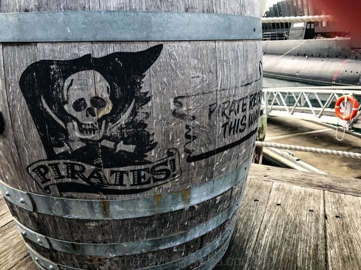 Pirate Bar this way