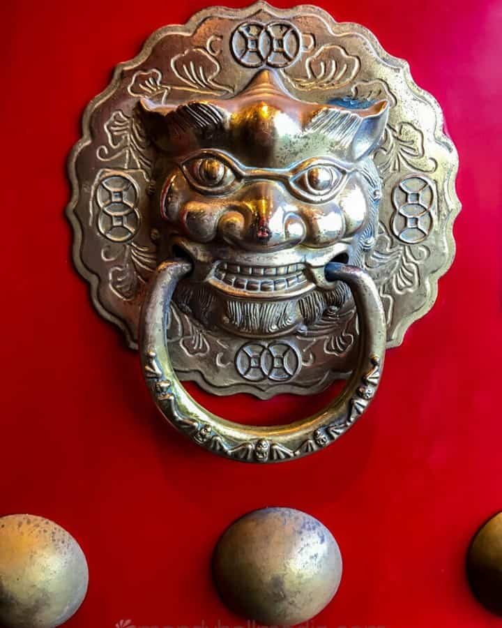 Door knocker on a Chinese restaurant